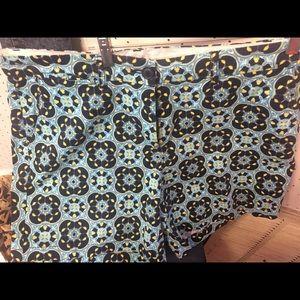 Crown & ivy flower pattern shorts